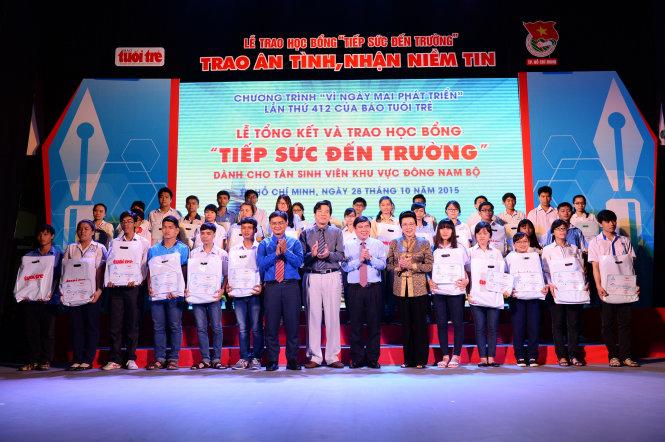 Các tân sinh viện nhận học bổng tiếp sức đến trường của báo Tuổi Trẻ tại TP.HCM