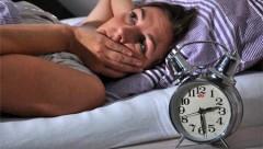 Tại sao càng già, chúng ta càng khó ngủ?