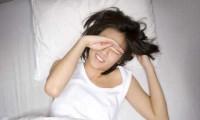 Thiếu ngủ đêm có thể gây teo não