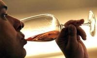 Nguy cơ đột quỵ từ uống rượu!